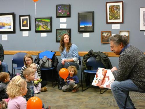 Mayor Reading to Kids